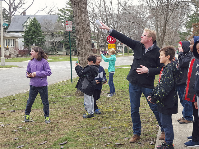 Irving 5th Graders tour Oak Park architecture with 8 experts